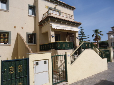 943: Villa - Semi Detached in La Marina