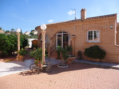 946: Detached Villa in La Marina