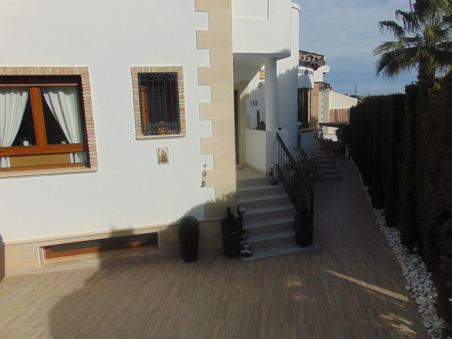 5 Bedroom Algorfa Villa