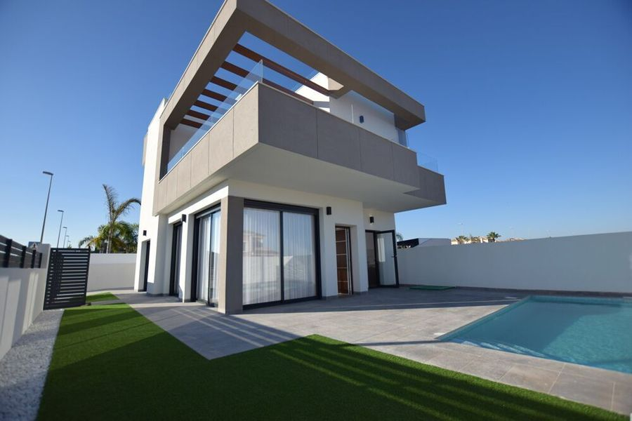 1132: Villa for sale in Torrevieja