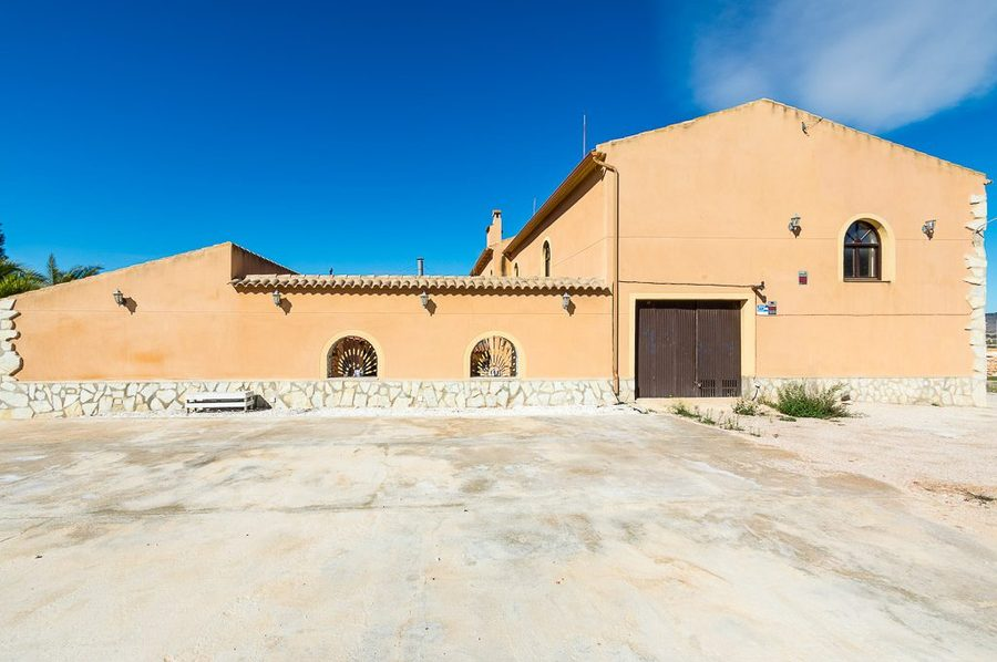 1169: Commercial for sale in Hondon de las Nieves